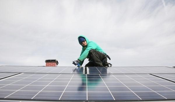 پنل های خورشیدی چه مدت می توانند عمر کنند؟