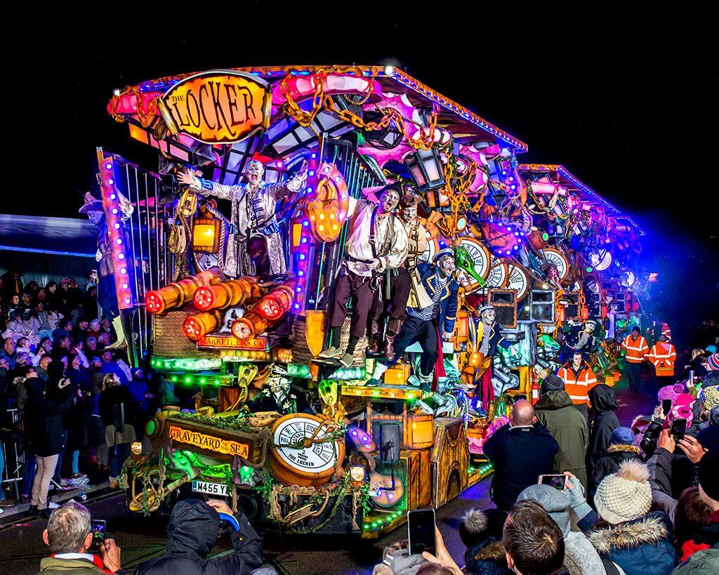 Carnival in Bridgwater جشنواره نورپردازی