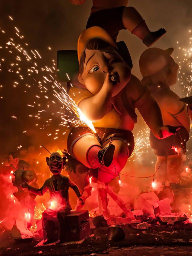 Las Fallas جشنواره نورپردازی